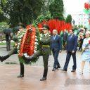 Церемония возложения цветов и венков в городском парке имени Жилибера, посвященном 890-летию города Гродно.